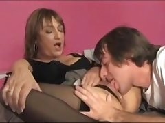 Triky youngster eats scruffy pussy of mature lady
