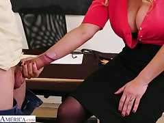 Big bottomed teacher with huge boobs Tyler Faith gets portend with one of horny students